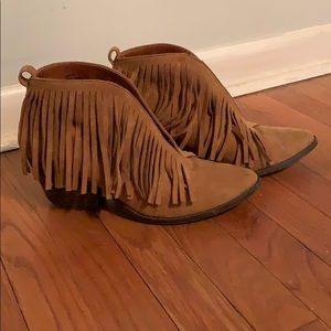 Cute booties with fringe